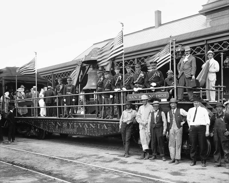 Liberty Bell on train 1915